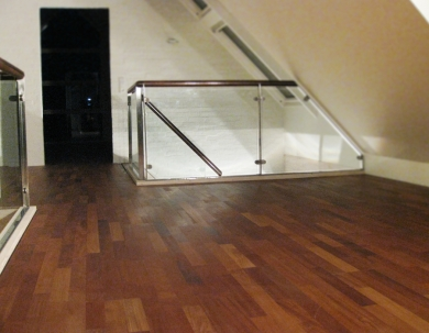 Szklana galeria schodowa