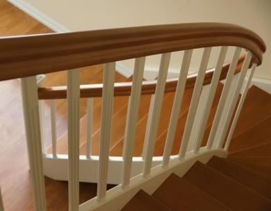 Białe schody abiegowe