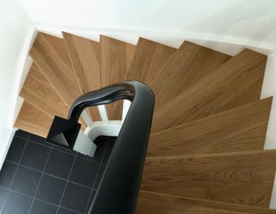 Schody z drewna - kształt U
